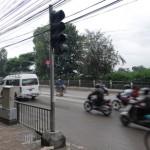 traffic-light-infront-metro