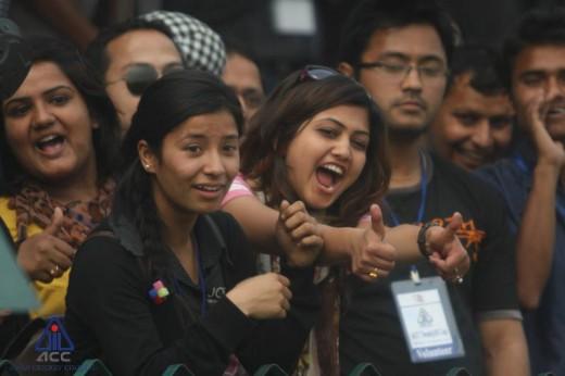 युएईलाई ६ विकेटले पराजित गरेको नेपाली टिमका समर्थक।