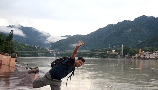 भारतको ऋषिकेशमा नेपालका साथी ऋषिकेश दाहालले खिचिदिएको फोटो
