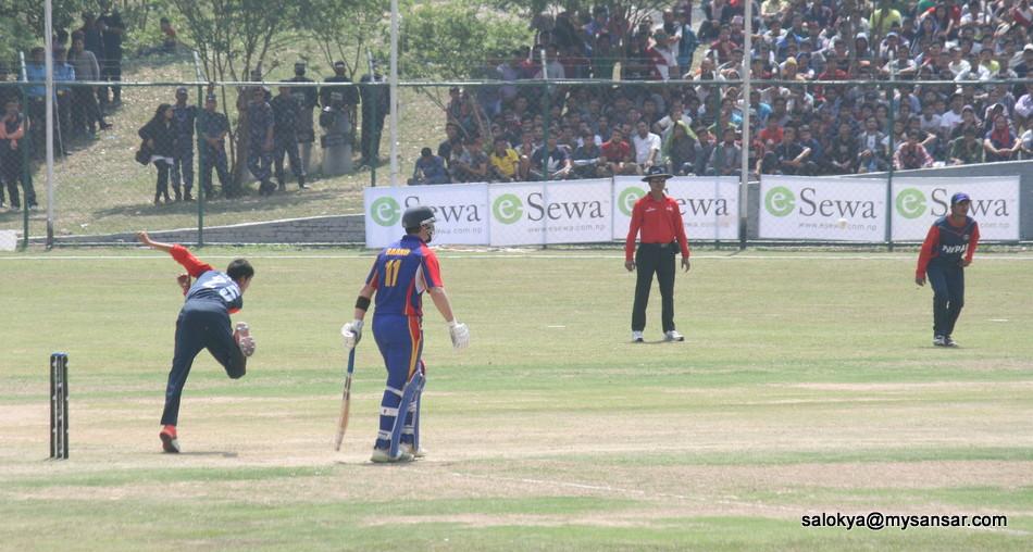 सन्दीप लामिछानेको बलिङ। उनी पहिलो पटक सिनियर क्रिकेट टोलीमा परेका हुन्। खेलमा दुई विकेट लिए।