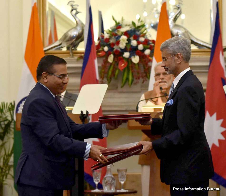 The Prime Minister, Shri Narendra Modi and the Prime Minister of Nepal, Mr. Pushpa Kamal Dahal witnessing the exchange of agreements, at Hyderabad House, in New Delhi on September 16, 2016.