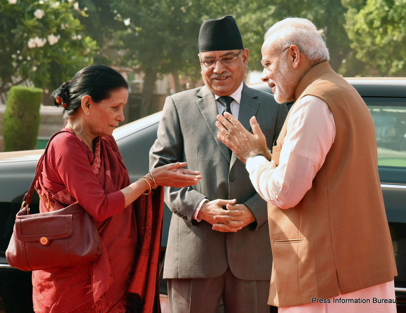 The Prime Minister of Nepal, Mr. Pushpa Kamal Dahal being received by the Prime Minister, Shri Narendra Modi, at the Ceremonial Reception, at Rashtrapati Bhavan, in New Delhi on September 16, 2016.
